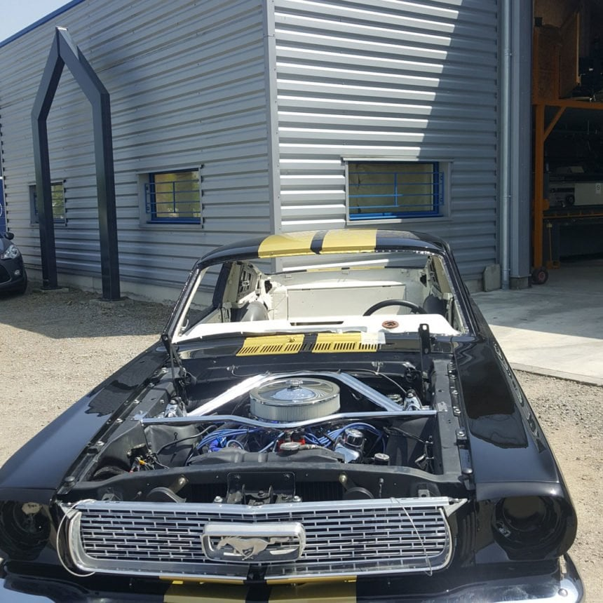 restauration voiture ancienne ford mustang 1966 2