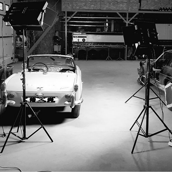 A garage atmosphere for the filming of a trailer