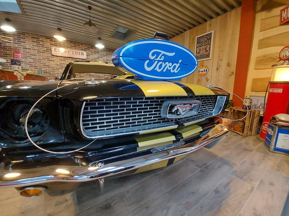 Restauration Ford Mustang Fastback 1966 showroom