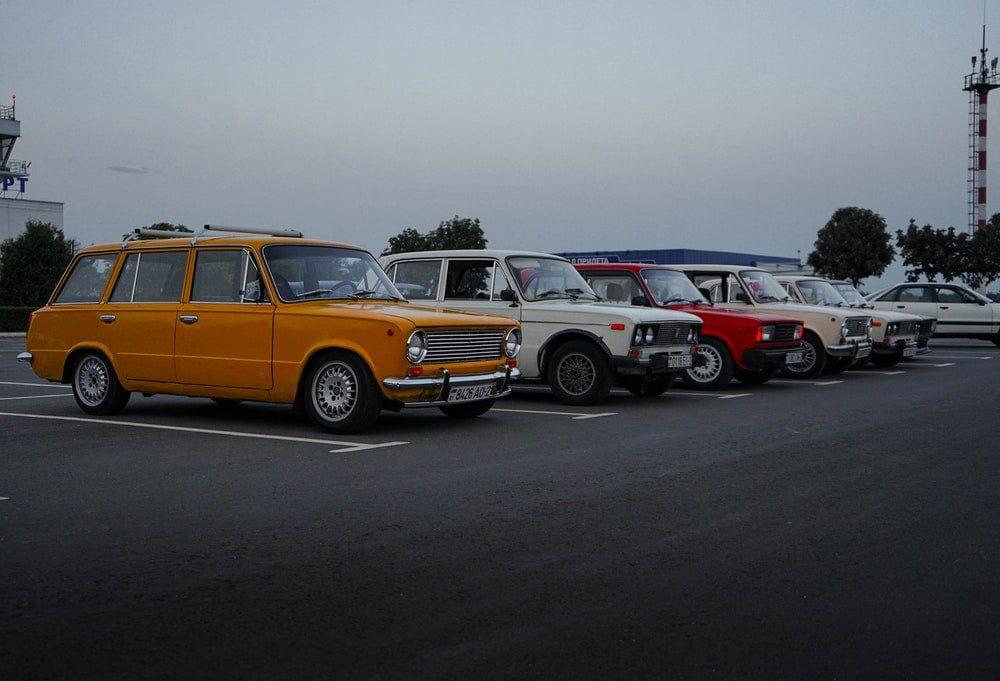 voitures de collection parking